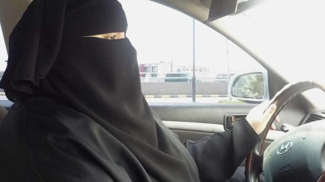 Noivo abandona casamento porque sogro insiste que filha possa conduzir