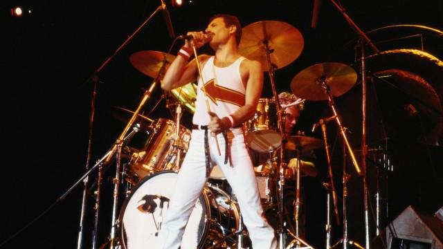 Ficará de queixo caído com a produção desta escultura de Freddie Mercury