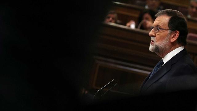Rajoy dá cinco dias a Puigdemont para dizer se declarou independência