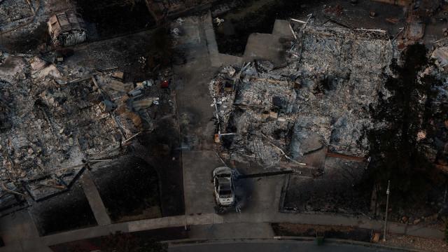 Sobe para 23 número de mortos em incêndios na Califórnia