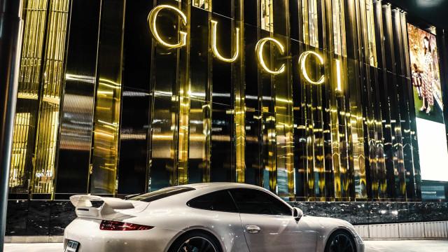 Gucci deixa de usar pele de animal nas suas criações
