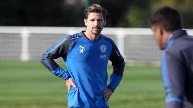 Adrien já treina no Leicester mas treinador prepara-se para o pior