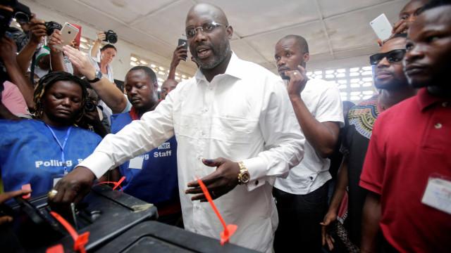George Weah à frente nos primeiros resultados das eleições na Libéria