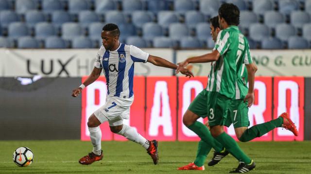 [0-2] Aboubakar marca dois golos em apenas um minuto