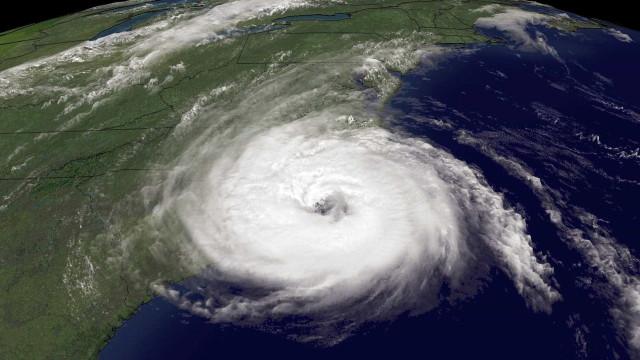 Tempestade provocada pelo furacão Ophelia faz três mortos na Irlanda
