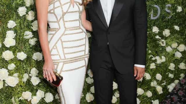 Grávida, mulher de John Legend não passa despercebida nos Prémios Nobel