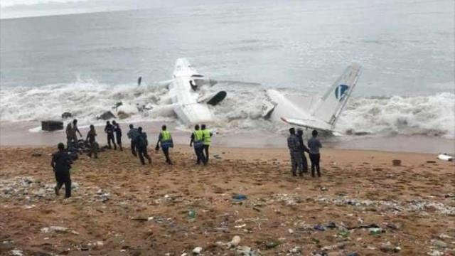 Avião cai na Costa do Marfim