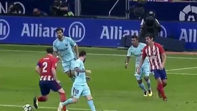 Godín arriscou e foi desta forma que deixou Messi 'nas covas'