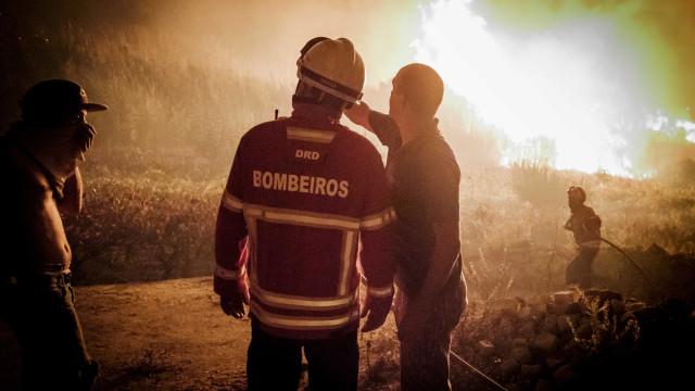 Chamas entraram na cidade de Oliveira do Hospital. Há casas a arder