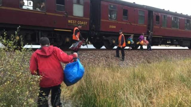 Família escocesa resgatada por magia pelo comboio de Hogwarts