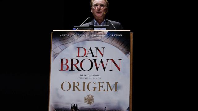 Dan Brown esteve em Lisboa e falou em trazer Robert Langdon a Sintra