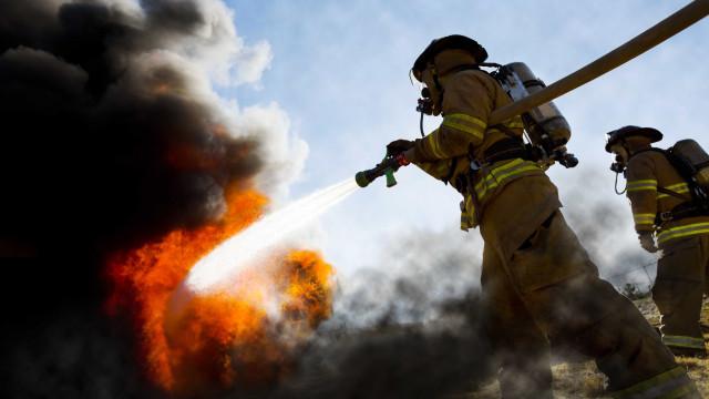 Incêndio dominado em fábrica de óleos alimentares em Valpaços
