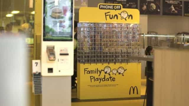 McDonald's oferece-se para lhe bloquear o telemóvel. A família vai gostar