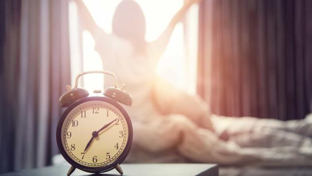Doze técnicas para conseguir acordar mais cedo