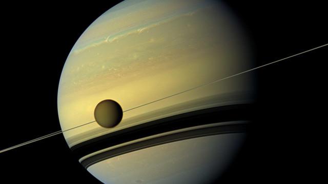 A maior lua de Saturno tem uma grande semelhança com a Terra