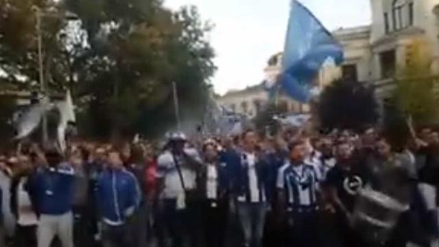 Adeptos do FC Porto já fazem a festa nas ruas de Leipzig