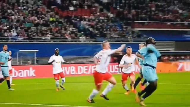 O suspeito do costume empata a partida na Alemanha