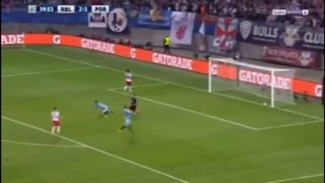 Augustin marca o terceiro dos alemães e coloca pressão sobre o FC Porto