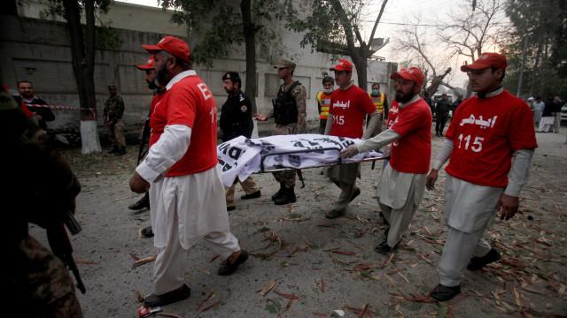 Pelo menos seis mortos e 22 feridos em atentado no Paquistão