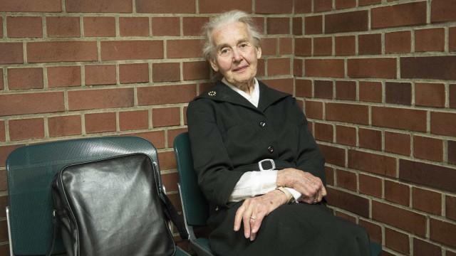Idosa condenada a prisão por negar o Holocausto