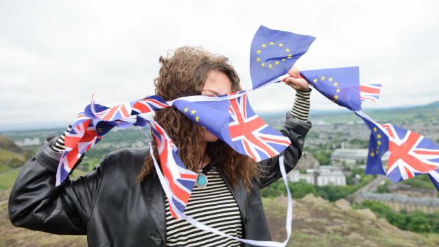 """Jovens britânicos estão """"perplexos, irritados e ressentidos"""" com o Brexit"""