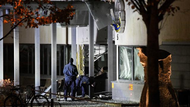 Explosão junto a esquadra na Suécia causa danos. Não há feridos