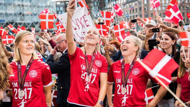 Vice-campeã Dinamarca exige melhores salários e falha jogo de apuramento