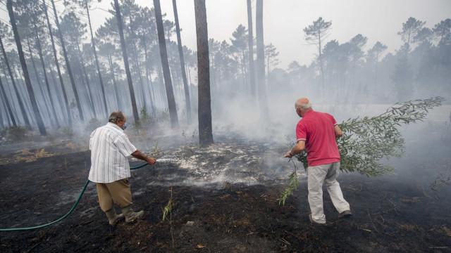 Regressos a casas em Silves, mas houve quem ficasse para enfrentar o fogo