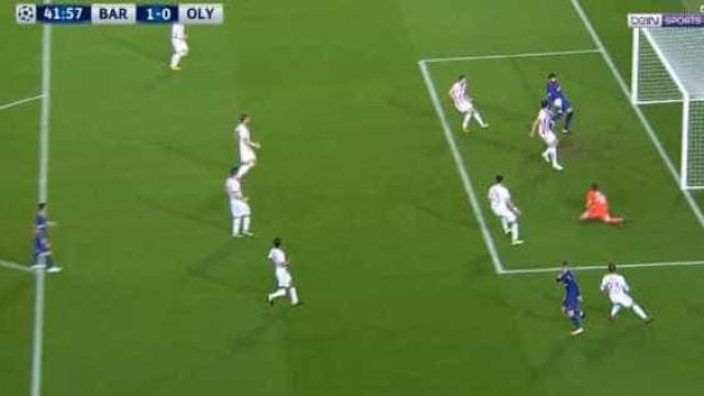 Piqué 'tentou' marcar com a mão... mas acabou expulso