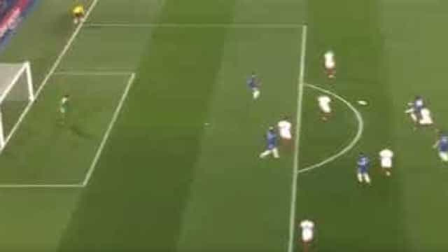 David Luiz abriu o marcador no Chelsea-AS Roma com esta 'bomba'