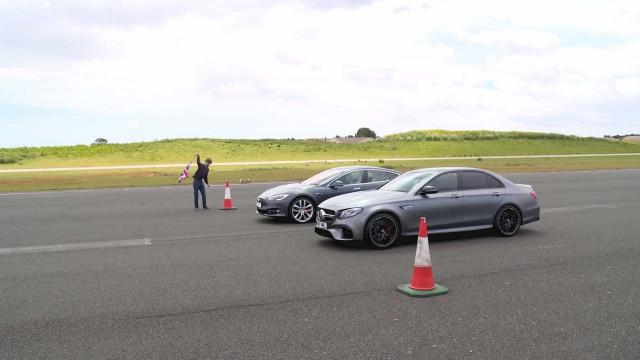 Vídeo mostra Tesla e Mercedes numa corrida com resultado previsível