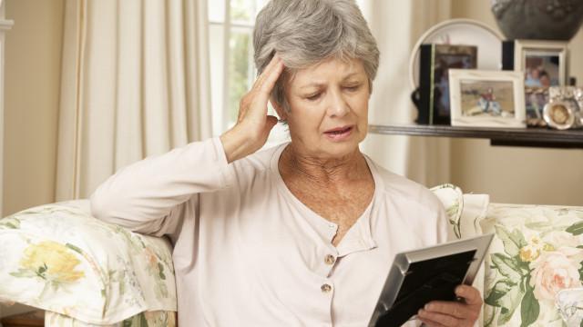 Sinais que o corpo dá aos 40 anos podem ajudar a detetar Alzheimer