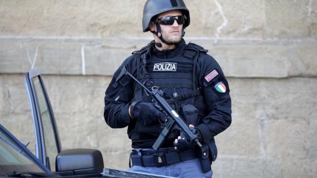 """Homem dispara contra população em Itália. """"Fiquem em casa"""", pede polícia"""