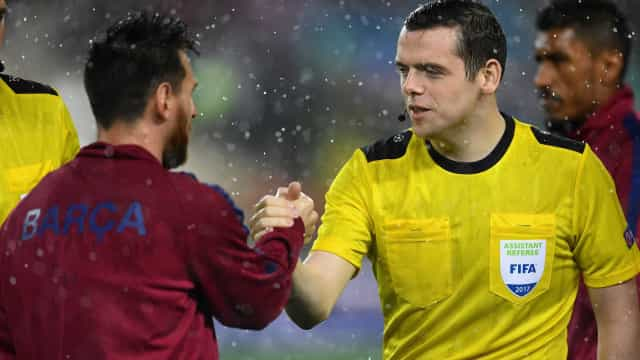 Deputado falta a votação para arbitrar Barcelona-Olympiacos