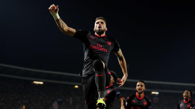 Até parecia uma coreografia: O fantástico golo do Arsenal na Sérvia