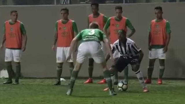 Completa humilhação de Robinho a adversário no Brasil