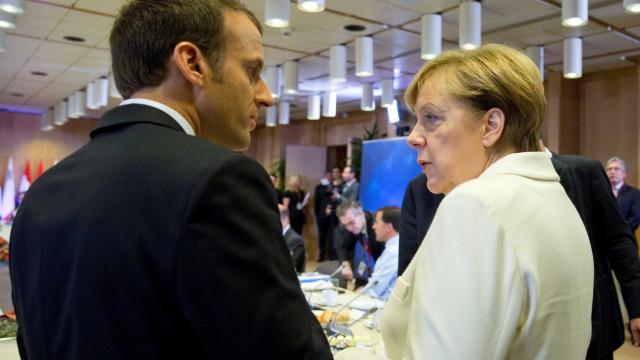"""Merkel e Macron pedem """"pressão máxima"""" à Rússia para cessar-fogo imediato"""
