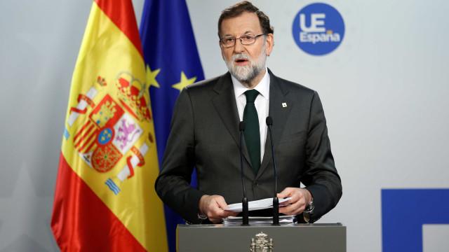 """Mariano Rajoy diz que """"situação-limite"""" obriga Governo a atuar"""
