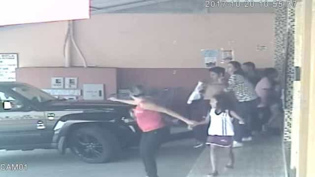 Vídeo mostra pânico durante tiroteio em escola brasileira