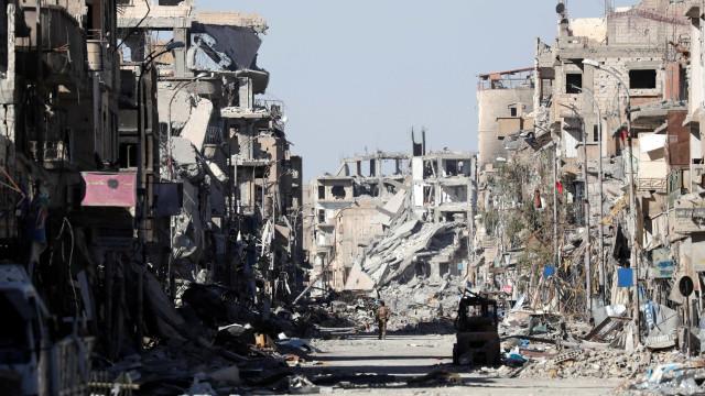 """Rússia acusa Estados Unidos de quererem apagar Raqa """"da face da terra"""""""