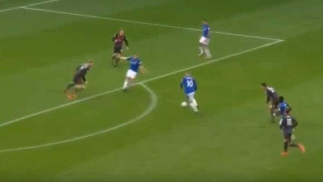 Rooney mostrou a Mourinho que ainda tem 'fogo' nos pés