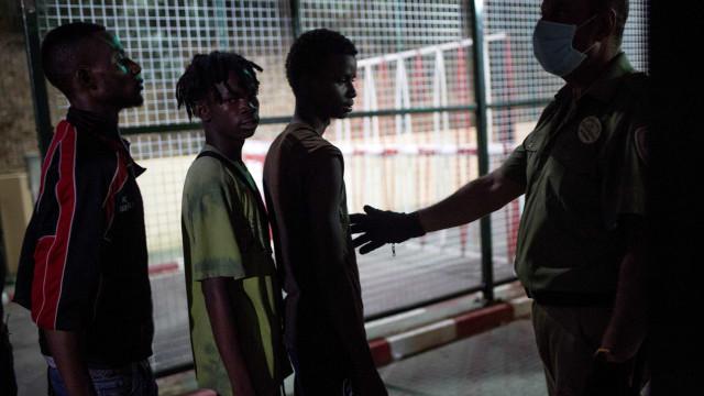 Mais de 400 imigrantes ilegais resgatados neste fim de semana em Espanha