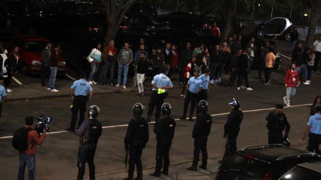 Aves-Benfica terminou com confusão no bar do estádio