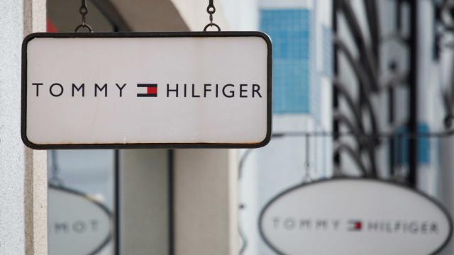 Tommy Hilfiger cria roupas adaptáveis a pessoas com deficiência