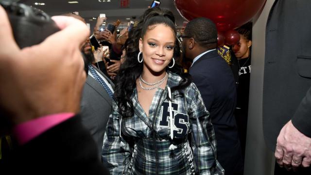 Fotografias inéditas: Rihanna partilha raro momento com os pais