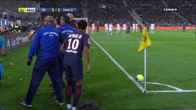 Neymar com razões de queixa? Polícia teve de 'escoltá-lo' para um canto