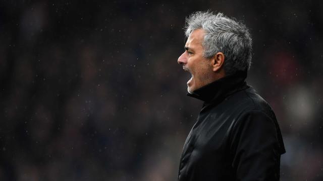 Adeptos do Manchester United pedem reunião com José Mourinho