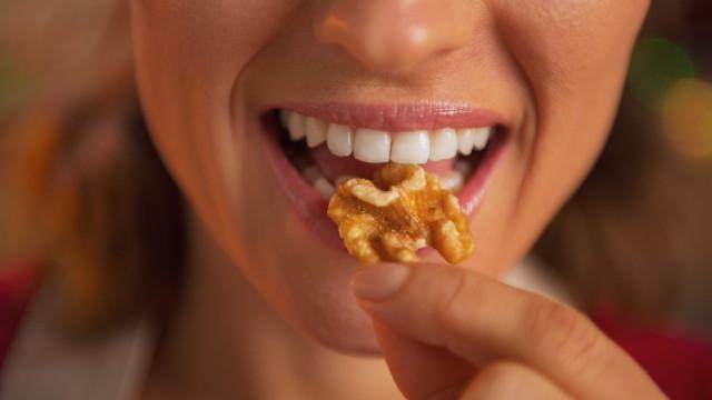 Dentes mais fortes e saudáveis? Aposte nestas quatro vitaminas