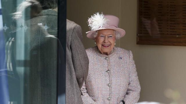Rainha de Inglaterra (também) é dona de um McDonald's