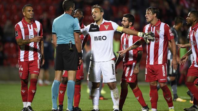 Liga quer investigar falha no VAR do Aves-Benfica